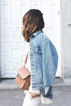 How to Layer for Spring Denim jacket outfit or jean jacket over a white outfit - cute spring outfit ideas- transitional spring outfits, all white outfits Fashion Moda, Denim Fashion, Look Fashion, Fashion Outfits, Womens Fashion, White Fashion, Latest Fashion, Fashion Trends, Denim Oversize
