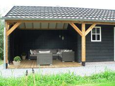 Eenvoudige kapschuur met garage en opslagruimte. Eventueel een tweede te gebruiken als paardenstal