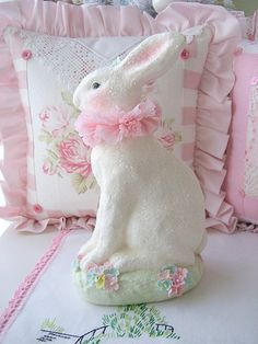 Shabby Chic Pink Bunny For Easter ~ Hoppy Easter, Easter Bunny, Easter Eggs, Toys Drawing, Somebunny Loves You, Diy Ostern, Easter Parade, Creation Couture, Easter Celebration