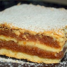 Prajitura cu Umplutura de Mere si Aluat Fraged Romanian Desserts, Romanian Food, Cookie Recipes, Dessert Recipes, Delicious Desserts, Yummy Food, Low Carb Pancakes, Dessert Drinks, Bakery