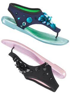 Ils ne sont ni tout à fait tongs ni tout à fait baskets, ces bijoux pour pieds bronzés, nouvelles créations de Dior pour l'été. 550 euros