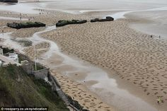 Haunting reminder of millions of lives lost in war as artists stencil 9,000 bodies onto Normandy beach to mark Peace Day - http://www.warhistoryonline.com/war-articles/haunting-reminder-millions-lives-lost-war-artists-stencil-9000-bodies-normandy-beach-mark-peace-day.html