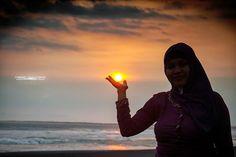 Mengenggam Matahari