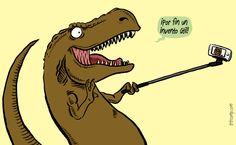 Con sus cortos bracitos los palos para selfies podrían haberse convertido en complementos ideales para que los tiranosaurios Rex, reyes de los dinosaurios, presumieran de fauces.