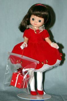2001 - Betsy McCall Has a Happy Holiday Regular Line Doll