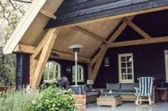 Eikenhouten veldschuur - V&S Authentiek Bouwen Decks And Porches, Outdoor Living, Outdoor Decor, Stables, Tiny House, Building A House, Home And Garden, Exterior, House Styles