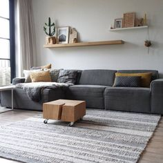 Afbeeldingsresultaat voor gezellige kussens zetel geel grijs