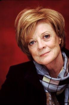 Dame Margaret Natalie Smith Cross (Ilford, Inglaterra, 28 de diciembre de 1934), más conocida...