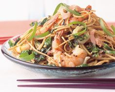 Shrimp with Soba Noodles and Spicy Greens - I love, love, love the buckwheat flavour of soba noodles! Delicious Recipes, Tasty, Yummy Food, Seafood Recipes, Pasta Recipes, Buckwheat Noodles, Pickled Ginger, Soba Noodles, Recipe Details