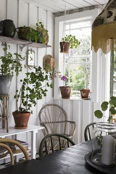 the art of slow living — Vintage House Cottage Living, Cozy Cottage, Cottage Style, Casas Shabby Chic, Shabby Chic Stil, Hygge, Deco Champetre, Living Vintage, Slow Living