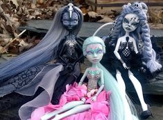 """Nieth"",""Lilly"", and ""Isolabella"" custom OOAK Wydowna Spider, Scarah Screams, and Catrine DeMew monster high dolls by @LadySpoonArt"