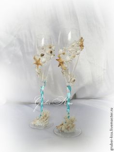 Фужеры для свадьбы в морском стиле. Фужеры для свадьбы в морском стиле.   Украшены морскими звездочками,ракушками и кораллами.   Бокалы изготовлены из хрусталина,тонкие,изящные и очень нежные.  Возможно изготовление в другом цвете и дополнение аксессуарами.