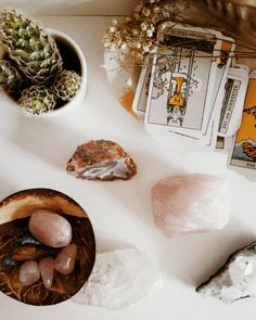 FULL MOON IS COMING ☀ I have a small altar in my room now. For some crystals, the tarot cards I can't read yet (only the small arkana, 20/78), dried flowers and... Cacti because they look great everywhere 🌵 and I had a beautiful Sunday and can still feel the sun in my face. Very happy.