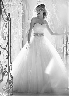 I wil search the world for this dress and were it for my wedding.... Thats stil around 13 years away lol