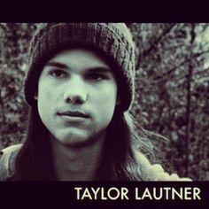 Taylor Lautner as Jacob Black #twilight #twilight150 Twilight Wolf Pack, Twilight Saga, Twilight Pictures, Taylor Lautner, Jacob Black, I Love Him, Book Series, Fandoms, Long Hair Styles