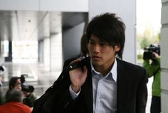 He is Atsuto Uchida who is right side back in Japanese national team.  かっくいぃ〜!(^з^)-☆