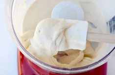 Skip the store-bought ice cream in favor of a quick-fix recipe for any flavor of Greek frozen yogurt that takes just 5 minutes to make. Yogurt Recipes, Baking Recipes, Dessert Recipes, Low Carb Desserts, Frozen Desserts, Greek Frozen Yogurt Recipe, Yummy Eats, Yummy Food, Yogurt Ice Cream