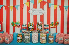 Carnival & candies :) Always reminds us of our childhood. And of pretty things. This candy bar buffet colours my world!