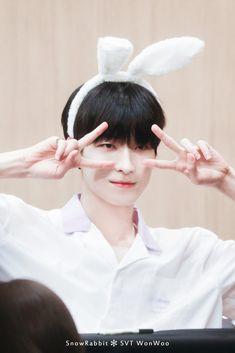 180803 at Dangsan TCC Center Fansigning Event © Snow Rabbit Seventeen Wonwoo, Seventeen Debut, Woozi, Jeonghan, Hip Hop, Rapper, Min Gyu, Meanie, Pledis 17