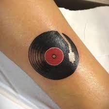 Resultado de imagen de tatuajes música vinilo