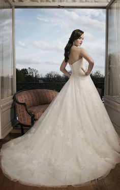 Hot Selling Floor-length Ball Gown Appliques Wedding Dress