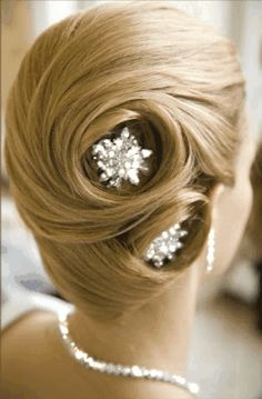 Updos are fantastic wedding haircuts. Updos can be attained on long hair. In the event that your hair is not long enough, you require hair e. Best Wedding Hairstyles, Pretty Hairstyles, Girl Hairstyles, Bridal Hairstyles, Hairstyle Ideas, Style Hairstyle, Hairstyles Pictures, Glamorous Hairstyles, Vintage Hairstyles