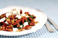 Gewokte spinazie met amandelen geitenkaas