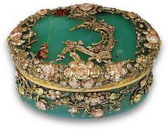 If I ever start snuffing I'll do it in style with this magnificent snuffbox.  Snuffbox, Chrysoprase, Berlin, 1755.