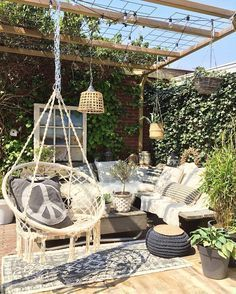 Plants walls for terasse and hanging plants and lights decor #outdoorspaces