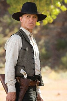 Ed Harris as Virgil Cole in Appaloosa - one of the best western's made! Western Film, Western Movies, Appaloosa, Style Geek, O Cowboy, Western Cowboy, Cowboy Gear, Cowboy Action Shooting, Movies