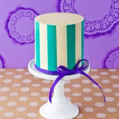 Step-by-step tutorial on making straight and even vertical buttercream stripes using waxed paper. Easy Cake Decorating, Cake Decorating Techniques, Cake Decorating Tutorials, Decorating Ideas, Buttercream Cake, Fondant Cakes, Cupcake Cakes, Fondant Icing, Watercolor Cake Tutorial