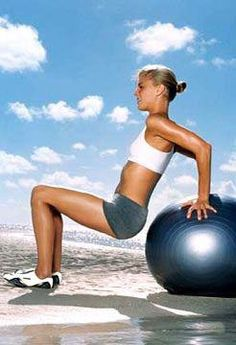 Stability-Ball Workout for a Sexier Stomach: Work your abs, triceps with these Tricep Dips. via SELFmagazine Fitness Tips, Fitness Motivation, Health Fitness, Workout Fitness, Fitness 24, Tummy Workout, Stability Ball Exercises, Lose 30 Pounds, Sport