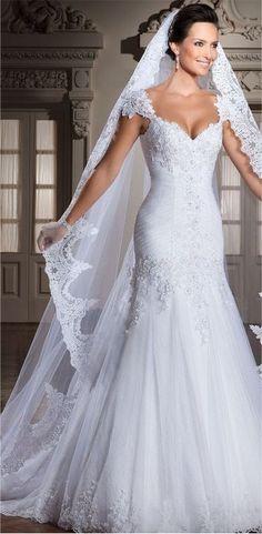 Celebrity Wedding Dresses, Celebrity Weddings, Wedding Table, Our Wedding, Bridal Gowns, Wedding Gowns, Plus Size Intimates, Beautiful Wedding Rings, Spring Wedding