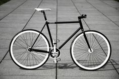 black and white fixie | Token fixie shot, this one from Fixie for Beginners <3.<3