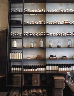 Le Labo and Aesop have really nice stores in Paris - well worth a visit when your are in town. Window Display Design, Store Window Displays, Retail Displays, Apothecary Decor, Café Restaurant, Retail Interior, Cafe Interior, Interior Concept, Interior Design