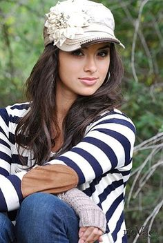 I love the hat and outfit! Cute fall look! Modest Outfits, Cute Outfits, Best Caps, Stylish Hats, Love Hat, Cute Hats, Derby Hats, Simple Dresses, Hats For Women