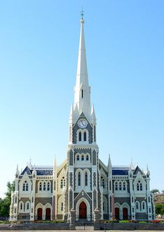 Church in Graaff-Reinet is a town in die Camdeboo Local Munisipality, Eastern Cape, South Africa. Church Architecture, Religious Architecture, Beautiful Architecture, Namibia, Take Me To Church, Cathedral Church, Old Churches, Church Building, Chapelle