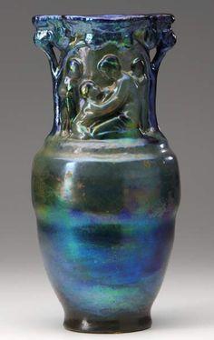 Zsolnay váza, anya gyermekével