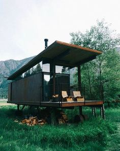 Who Else Wants Simple Step-By-Step Plans To Design And Build A Container Home From Scratch? Building A Container Home, Container Cabin, Cargo Container, Container Design, Shipping Container Homes, Shipping Containers, Tiny House Design, Unique House Design, Cabins In The Woods