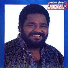 Arlindo Domingos da Cruz Filho (né à Rio de Janeiro le 14 Septembre, 1958) est un musicien brésilien, compositeur et chanteur. Il est considéré par beaucoup comme une des personnalités musicales les plus importantes de la Samba et la Pagode d'aujourd'hui....