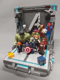 Lego Marvel, Marvel Avengers, Legos, Lego Minifigure Display, Lego Iron Man, Amazing Lego Creations, Lego Construction, Lego Star Wars, Bookends