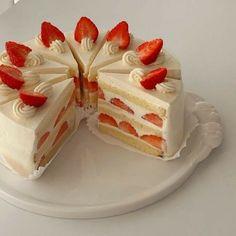 Pretty Birthday Cakes, Pretty Cakes, Happy Birthday, Think Food, I Love Food, Cute Desserts, Dessert Recipes, Dessert Healthy, Cute Baking