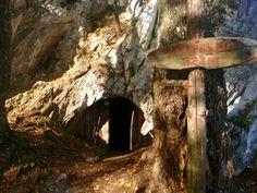 Éjszaka 1 barlangban 3 gyerekkel és 1 pelével - Szép kilátás! Hungary, Caves, Budapest, Outdoor Decor, Blanket Forts, Cave