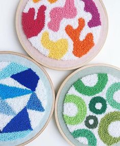 ❤️Loving the punch of color these little hoops have! (Link in bio) . Ribbon Embroidery Tutorial, Silk Ribbon Embroidery, Hand Embroidery Patterns, Embroidery Thread, Punch Needle Patterns, Fabric Rug, Punch Art, Rug Hooking, Fabric Crafts