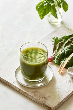 Basil Apple Swiss Chard Juice - 3 Day Cleanse - The Blender Girl - Looking for delicious juice fasting recipes? This mineral-rich green juice is a cleansing crusader. Green Drink Recipes, Healthy Juice Recipes, Best Smoothie Recipes, Good Smoothies, Healthy Detox, Healthy Juices, Green Smoothies, Fast Recipes, Vegan Recipes