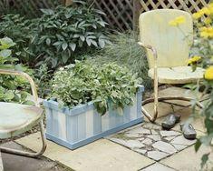 Garten Designs mit Dekoration von gestreiftem Holzkasten