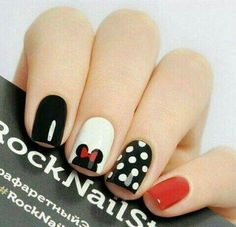 False nails have the advantage of offering a manicure worthy of the most advanced backstage and to hold longer than a simple nail polish. The problem is how to remove them without damaging your nails. Minnie Mouse Nails, Mickey Nails, Mickey Mouse Nail Art, Pink Minnie, Disney Nail Designs, Nail Art Designs, Nails Design, Nail Art Ideas, Red Nails