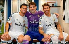 Pepe , Casillas , Sergio !!!! Real Madrid, Famous Men, Chelsea, Soccer, Football, Actors, Fashion, Sports, Bouquets