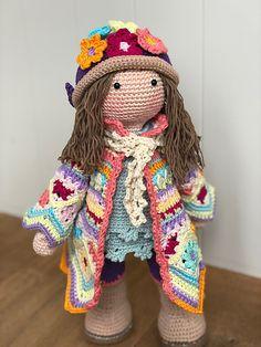How To Crochet an Amigurumi Rabbit - Crochet Ideas Crochet Dolls Free Patterns, Crochet Stitches Patterns, Crochet Designs, Doll Patterns, Crochet Bear, Cute Crochet, Crochet Scarf For Beginners, Crochet Necklace Pattern, Dawn Dolls