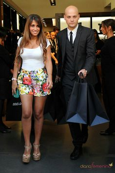 Kim Kardashian Wallpaper, Lionel Messi Family, Antonella Roccuzzo, Leo, Sequin Skirt, Curvy, Clothes For Women, Skirts, Summer